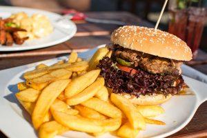 המבורגר וצ'יפס